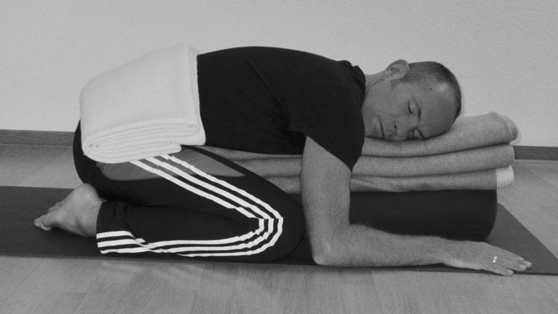 Bauch - Rückenentspannung - Meditation - zum Anhören und Mitmachen zuhause. Viel Spaß beim Ausprobieren - Yogastudio Die Matte