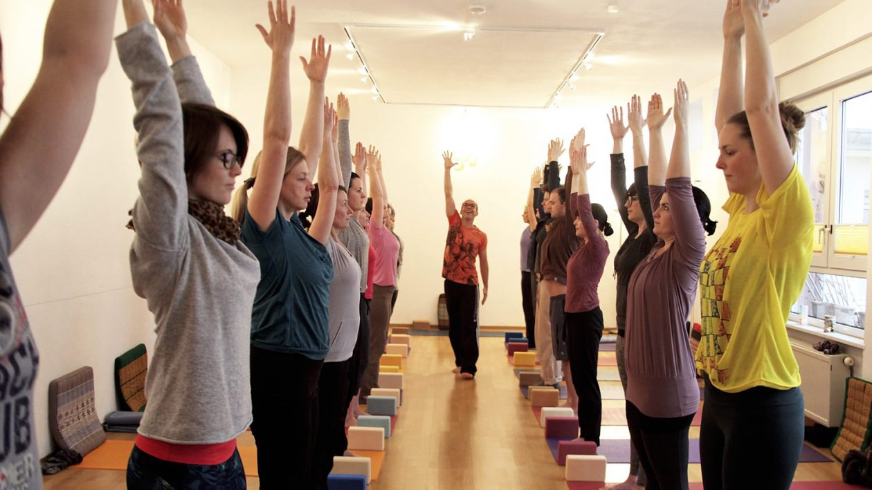 Hatha-Yoga 1: Der Anfängerkurs. Neue Kurse ab September 2017. Atemübungen, Entspannung und verschiedene Yogapositionen - Yogastudio Die Matte