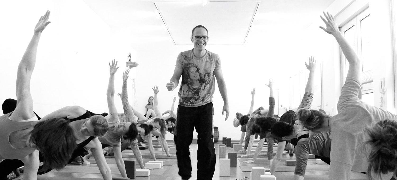 Hatha-Yoga 3: Neue Kurse für Fortgeschrittene ab September 2017. Verknüpfe Asanas, Pranayama und Meditation - Yogastudio Die Matte
