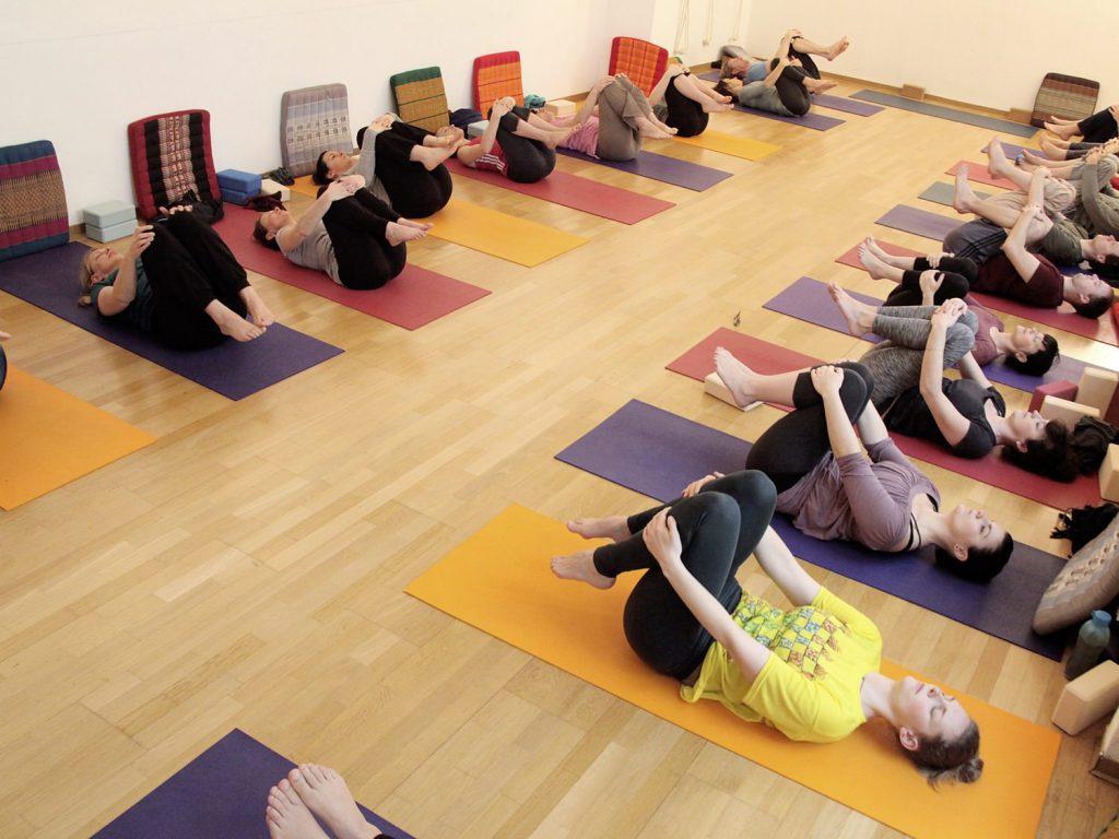 Hatha-Yoga 2 Soft: Kurs ab 27.09.2017 in Karlsruhe für alle, die schon einen Anfängerkurs besucht haben. Yogastudio Die Matte