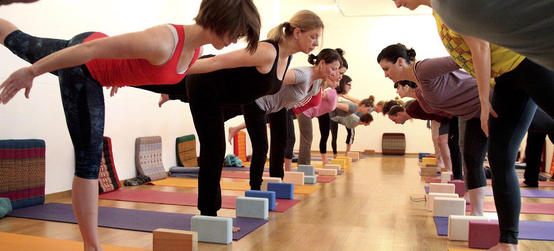Hatha-Yoga 2: Neue Kurse ab September 2017 in Karlsruhe. Yogapositionen, Atemtechniken, Kraft und Flexibilität aufbauen - Yogastudio Die Matte
