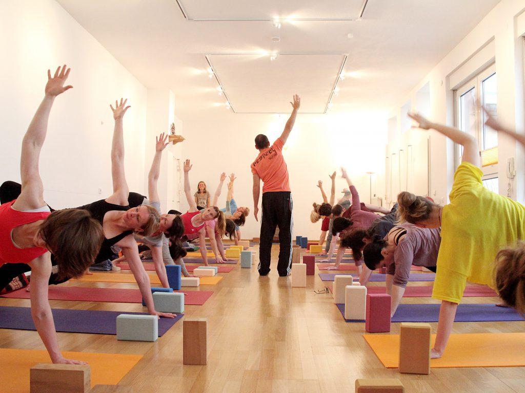 Vashishtasana Yogalehrer Ausbildung